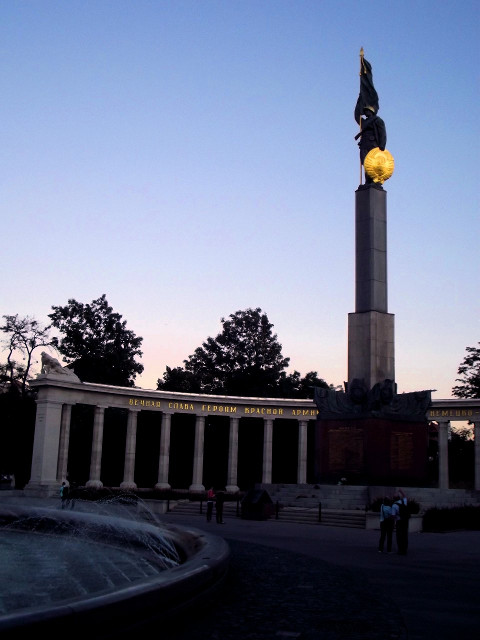 Monument-to-Soviet-soldiers
