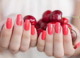 дизайн гелевых красных ногтей фото