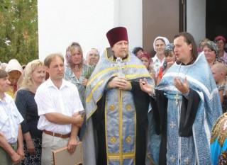 говорит настоятель Покровской церкви ст. Урухской священник Сергий Тростинский