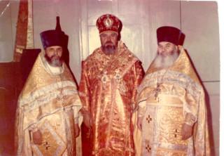 протоиерей Димитрий Клюпа (справа)