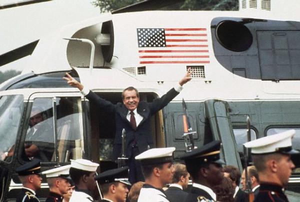 19740809_Nixon_Waves_Goodbye_view1