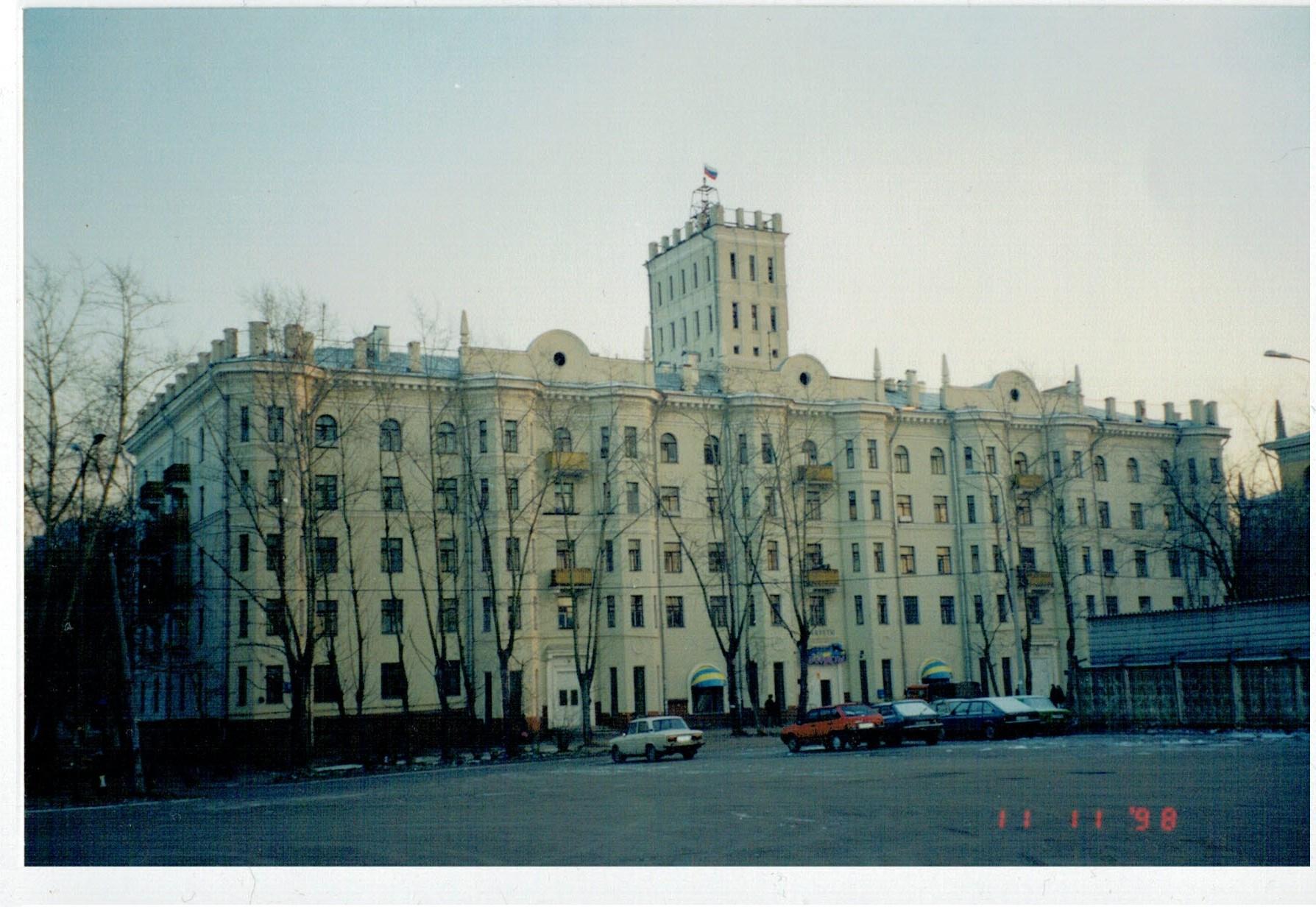 1998 Дом с башенкой у станции2