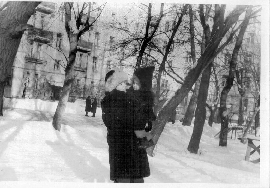 1986 из семейного архива Кулагиной Ю.М. (двор)