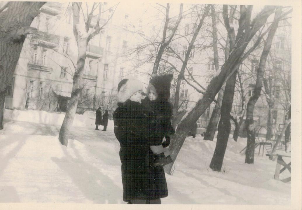 1986 из семейного архива Кулагиной Ю.М. (двор)2