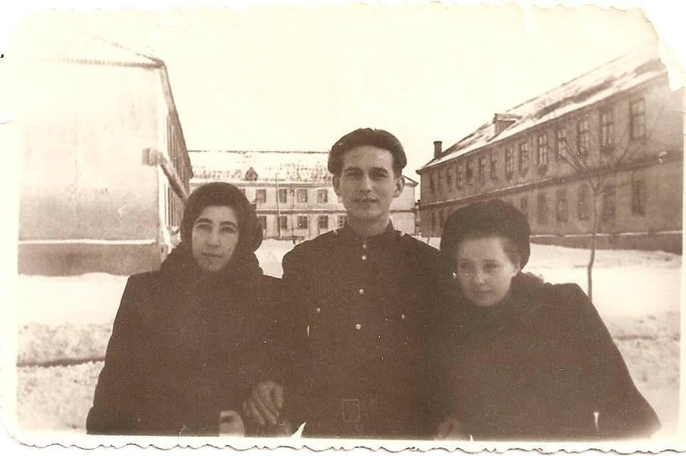 1956-58 Четвертые Раменки, место, где сейчас строят станцию метро, ближе к пожарке. Из домашнего архива Александра Одинцова