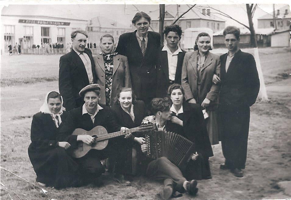 1956-58 Четвертые Раменки, место, где сейчас строят станцию метро, ближе к пожарке. Из домашнего архива Александра Одинцова3