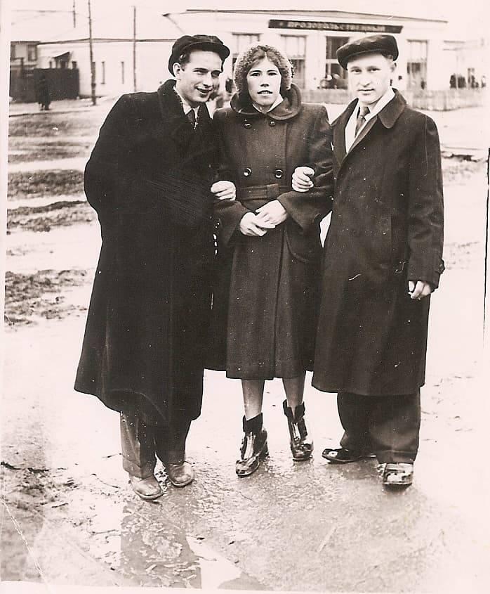 1956-58 Четвертые Раменки, место, где сейчас строят станцию метро, ближе к пожарке. Из домашнего архива Александра Одинцова7