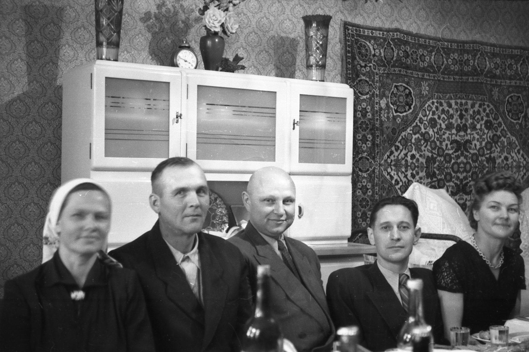 Застолье явно в квартире по Н. Ковшовой д. 15. Архив Ю.М.Кулагиной3