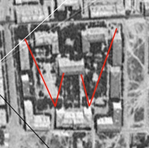 1954-56 двор дома с башенкой