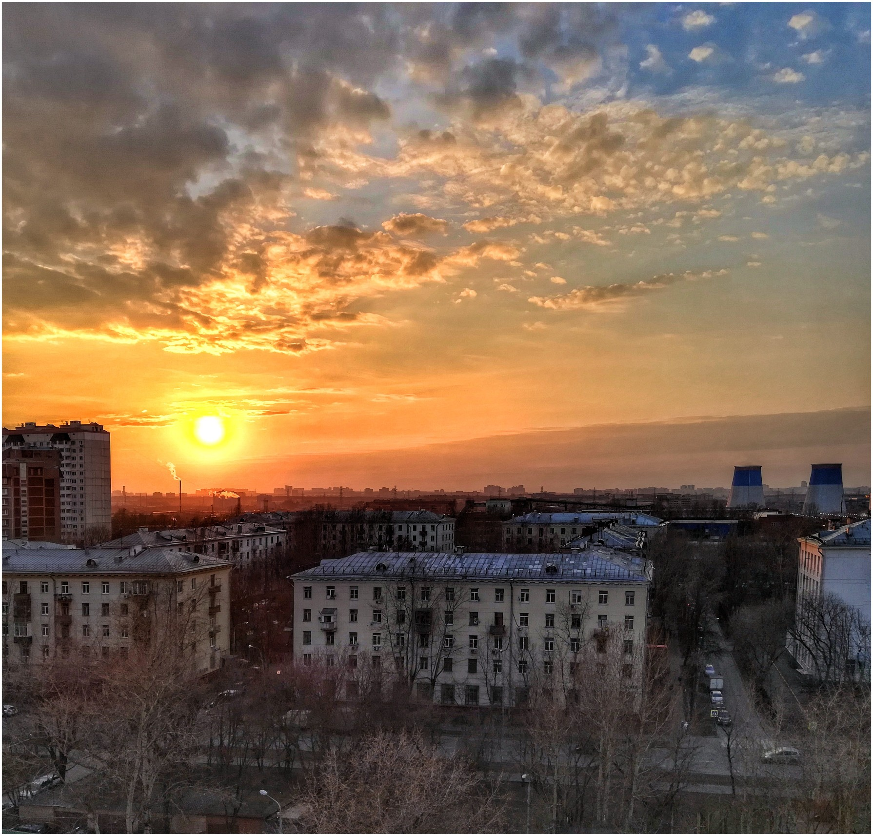 Апрельский закат. Евгений Горьков, 2019