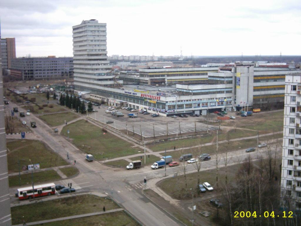 2004 Озерная площадь
