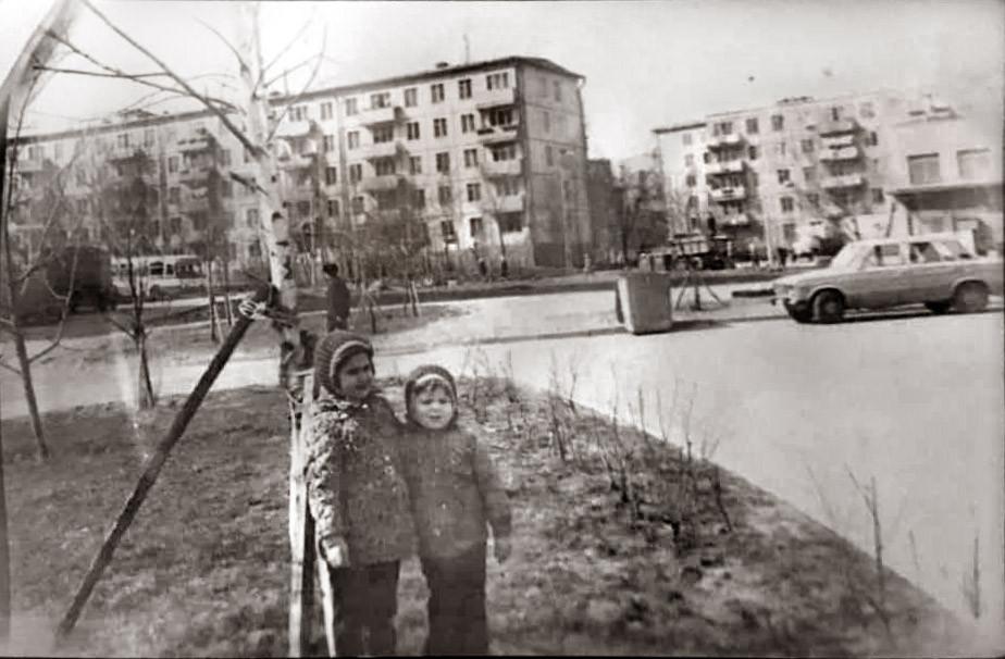 1979 Около дома по ул.Озерной ,дом 17, Сарионова Роза2
