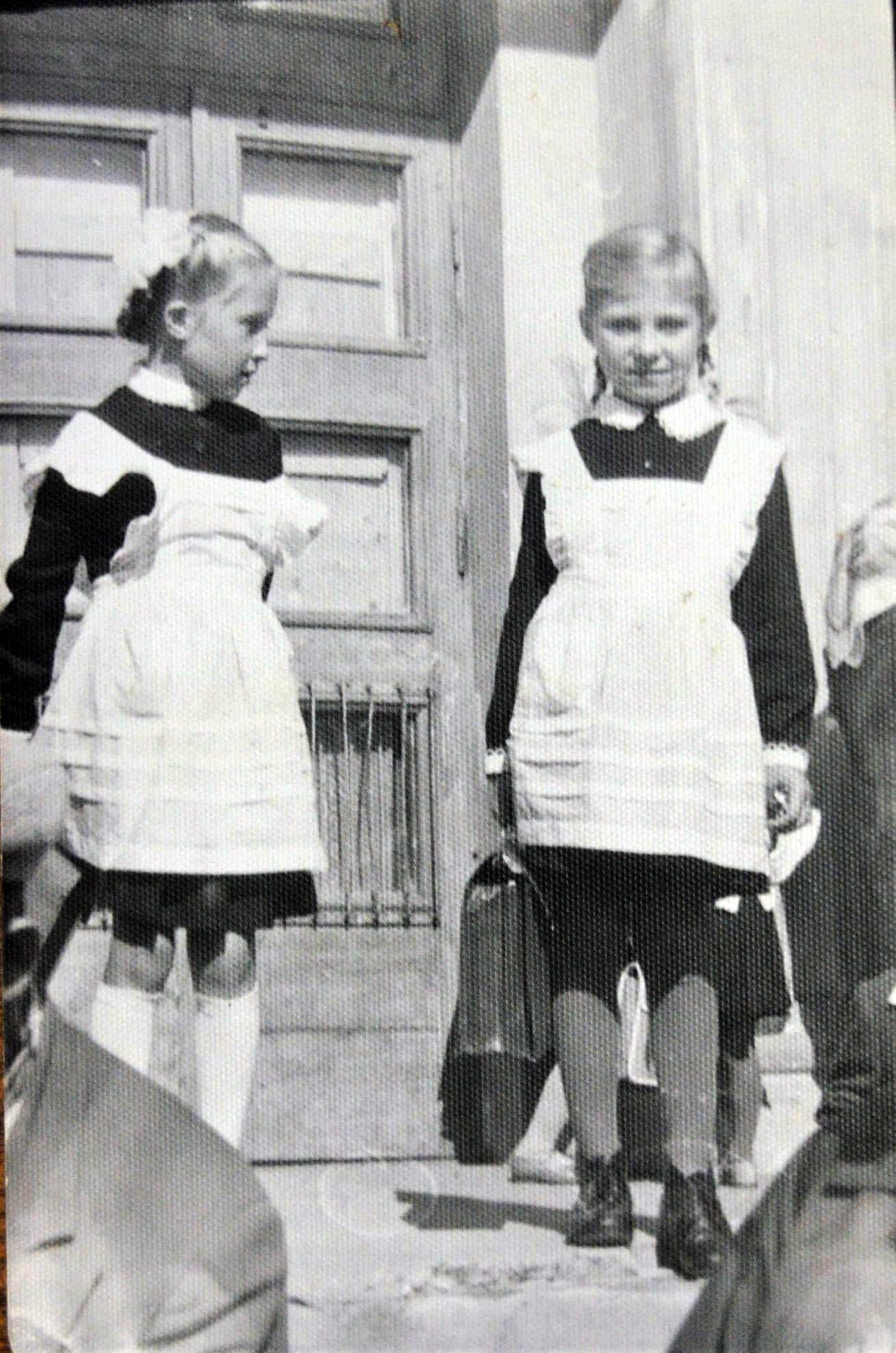 1966 Школа 844 Орлова Люба с Грачевой Леной 1-й Б