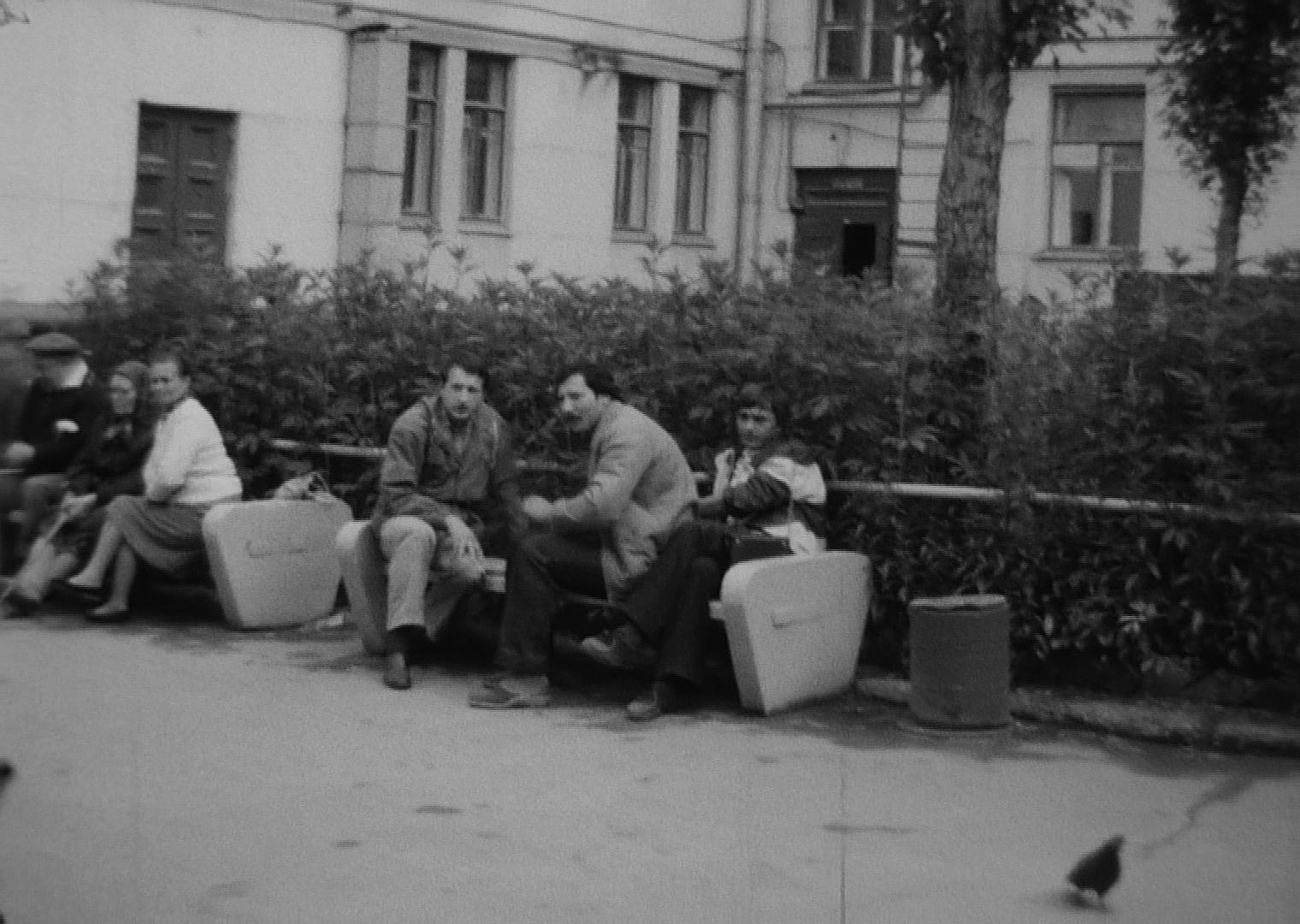 1980-82 Во дворе дома №22 по Большой Очаковской улице. Рудов Петр Алексеевич