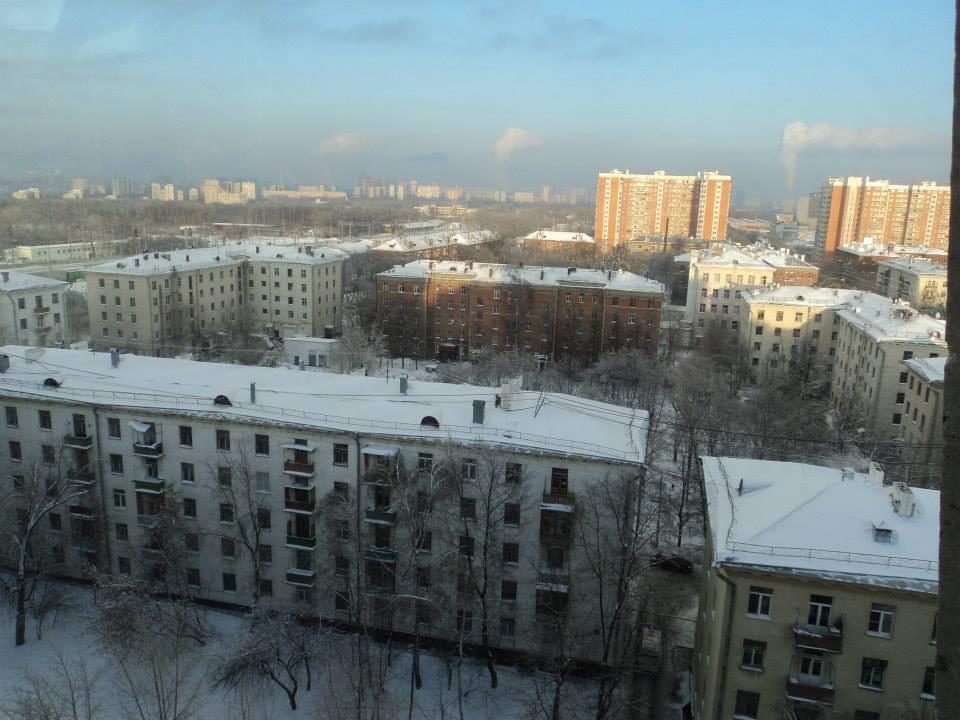 Цыганский двор снят с лестничной площадки дома 24 по Б. Очаковская. Ирина Данилина