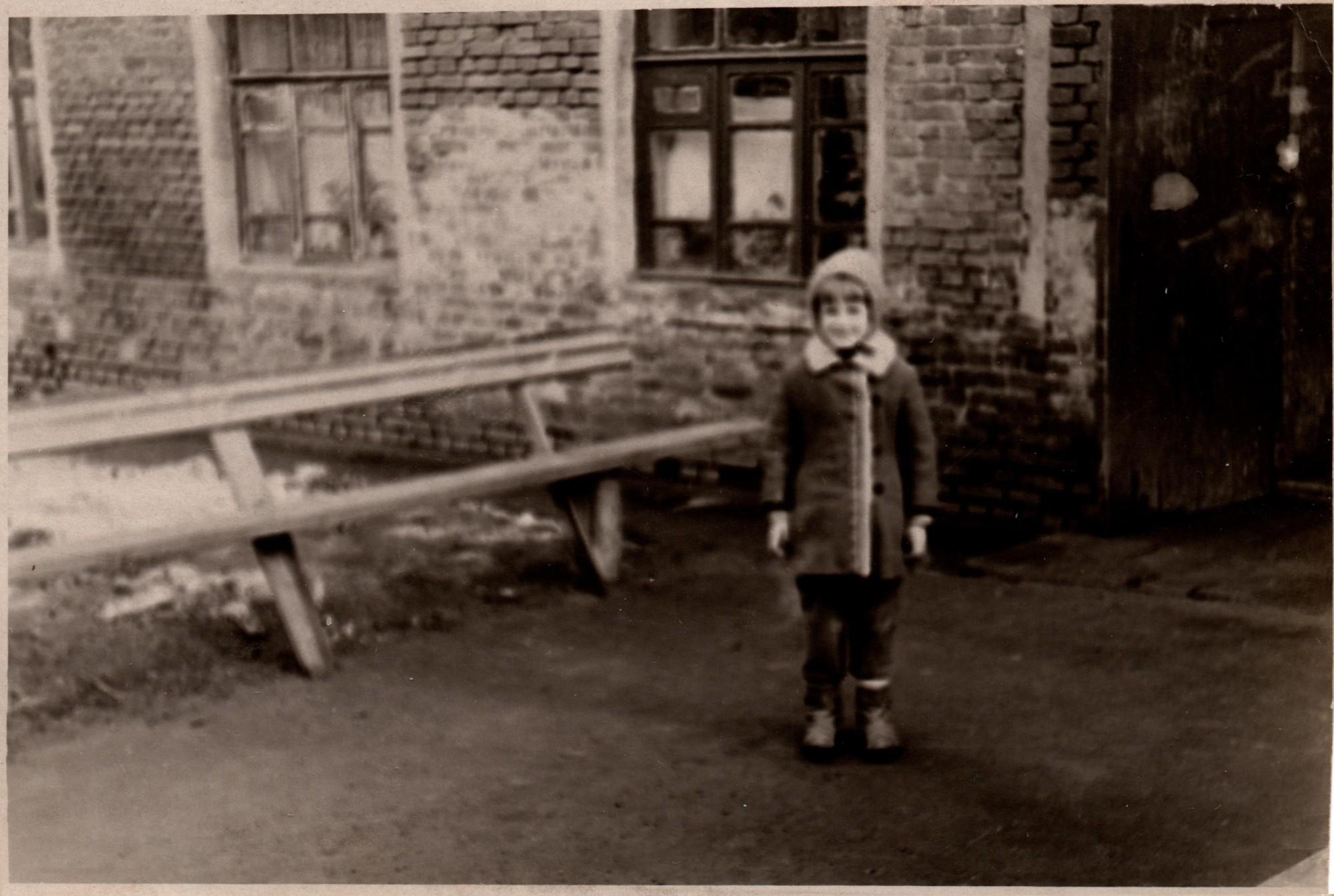 У дома на Поливановой 1968-69 гг
