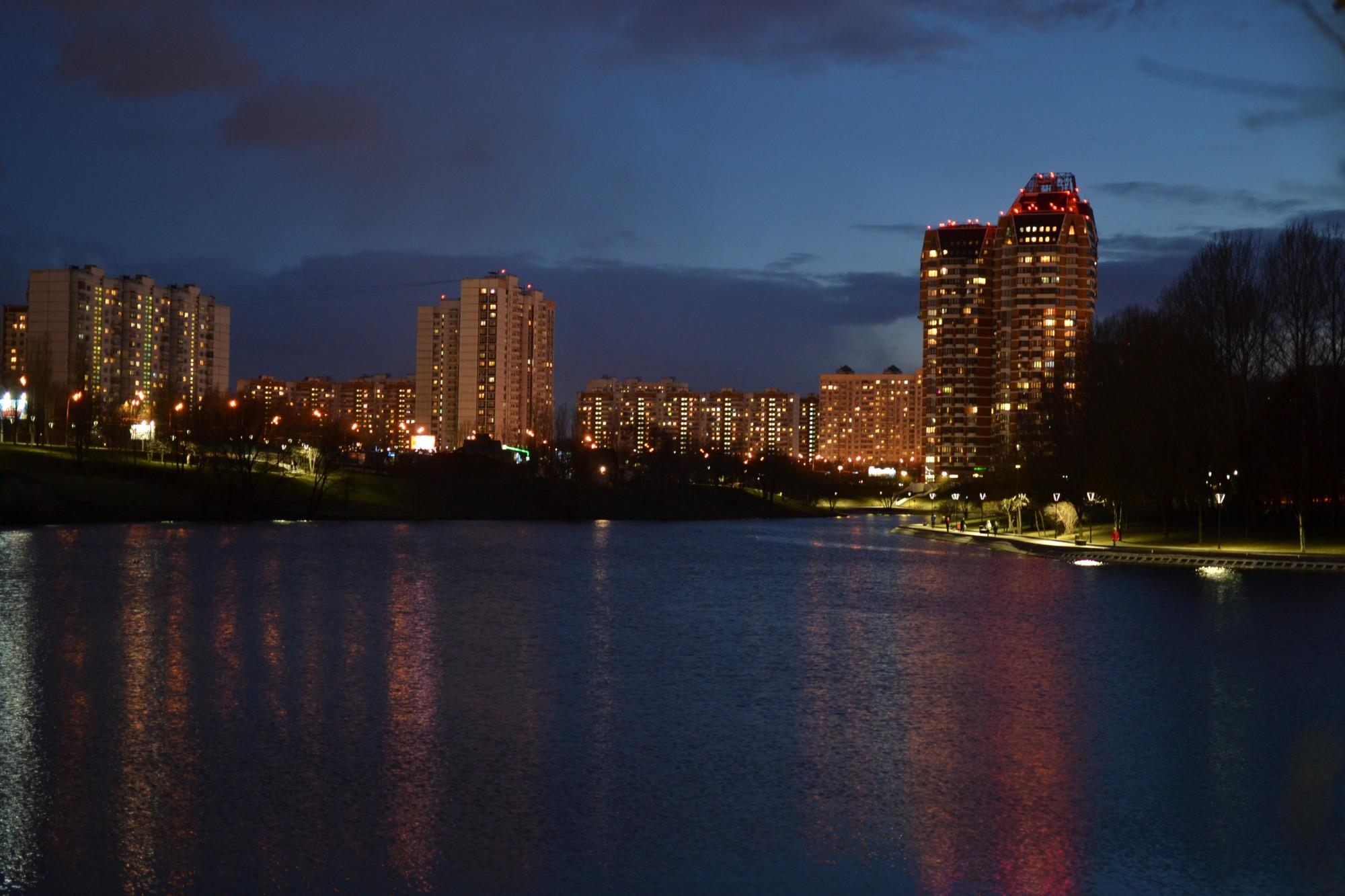 Вечерние огни на Большом Очаковском пруду