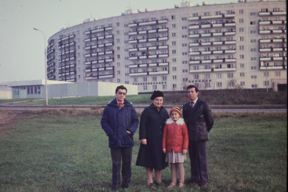Igal Sokolov Начало 80-х. Круглый дом. Слайд