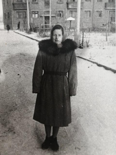 1965-66 у дома 3 по ул. Наташи Ковшовой. Мама Тани Козак