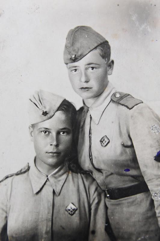 Бойцы ПВО Москвы. Младшие сержанты Решина А.Н. и Политенкова Л.А.