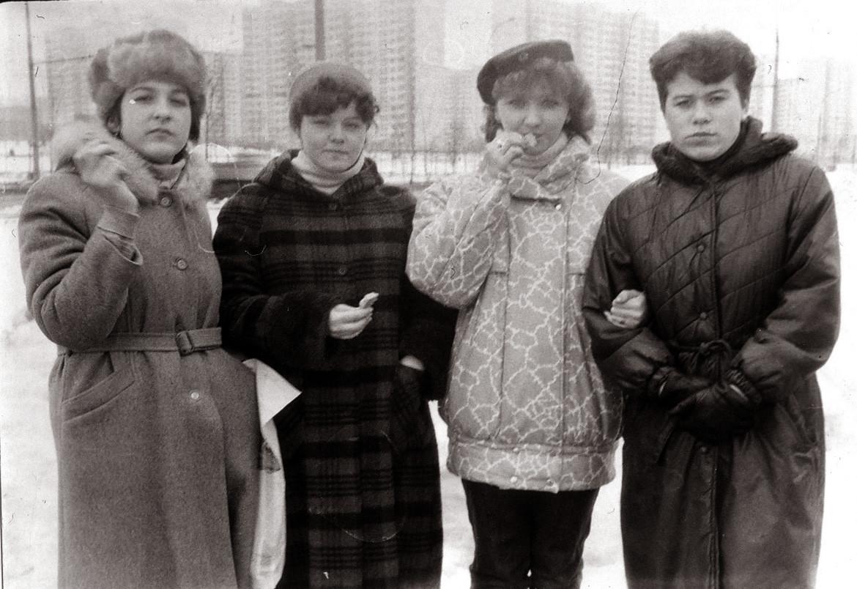 1987-88 На заднем фоне, кажется, Олимпийская деревня. Анна Макарова2