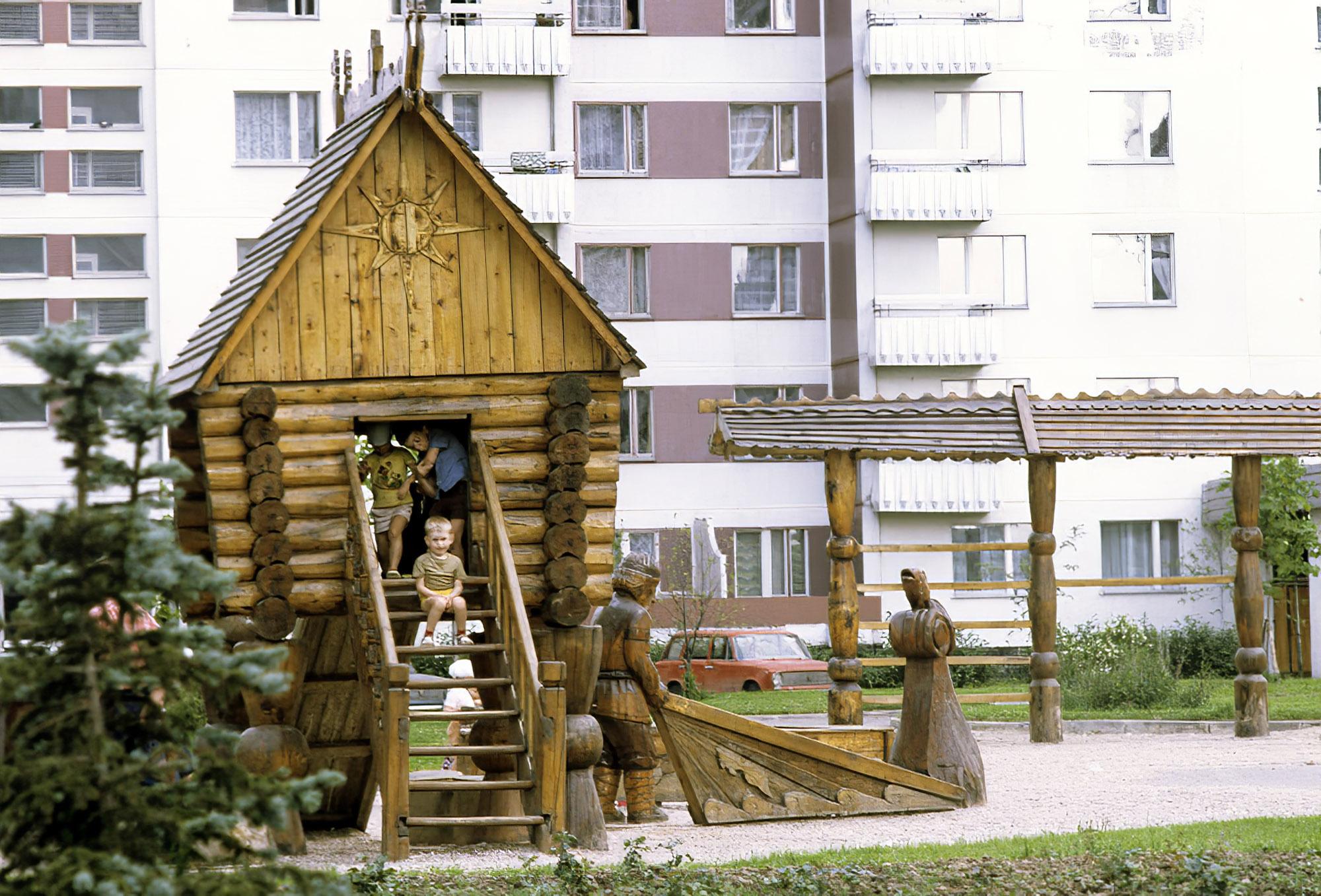 1983 Детская площадка в Олимпийской деревне. С.Соловьев