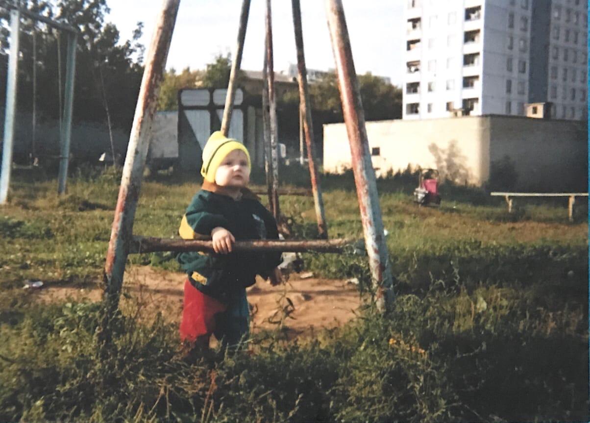 1994 (примерно). У дома 11 на ул. Озерная. Из архива Лидии Любарской