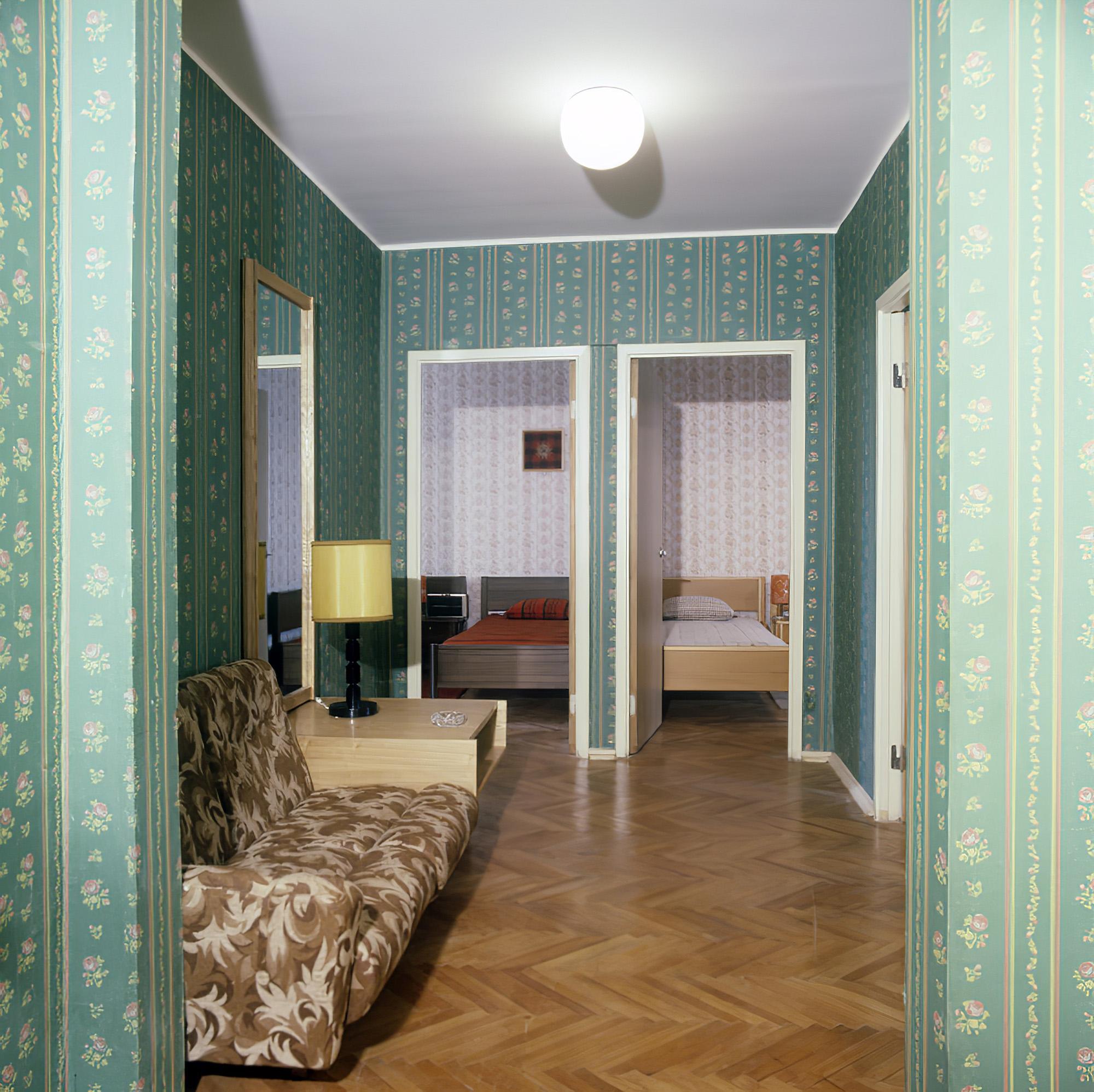 1980 Жилая комната в одном из домов Олимпийской деревни. М.Барабанов_cmpk