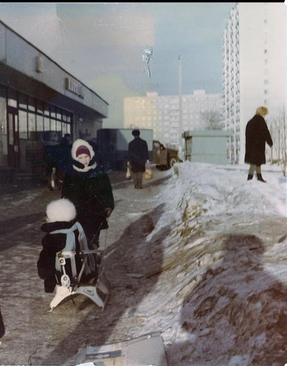 1976 Матвеевка, т.н. десятка, магазин, правда, теперь это стал адрес Матвеевская, 8