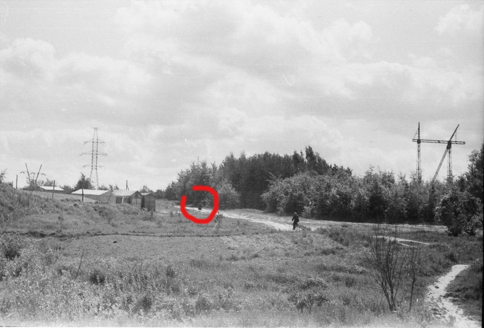 1974-75 Красным отмечено примерно место с которого первая фотография делалась