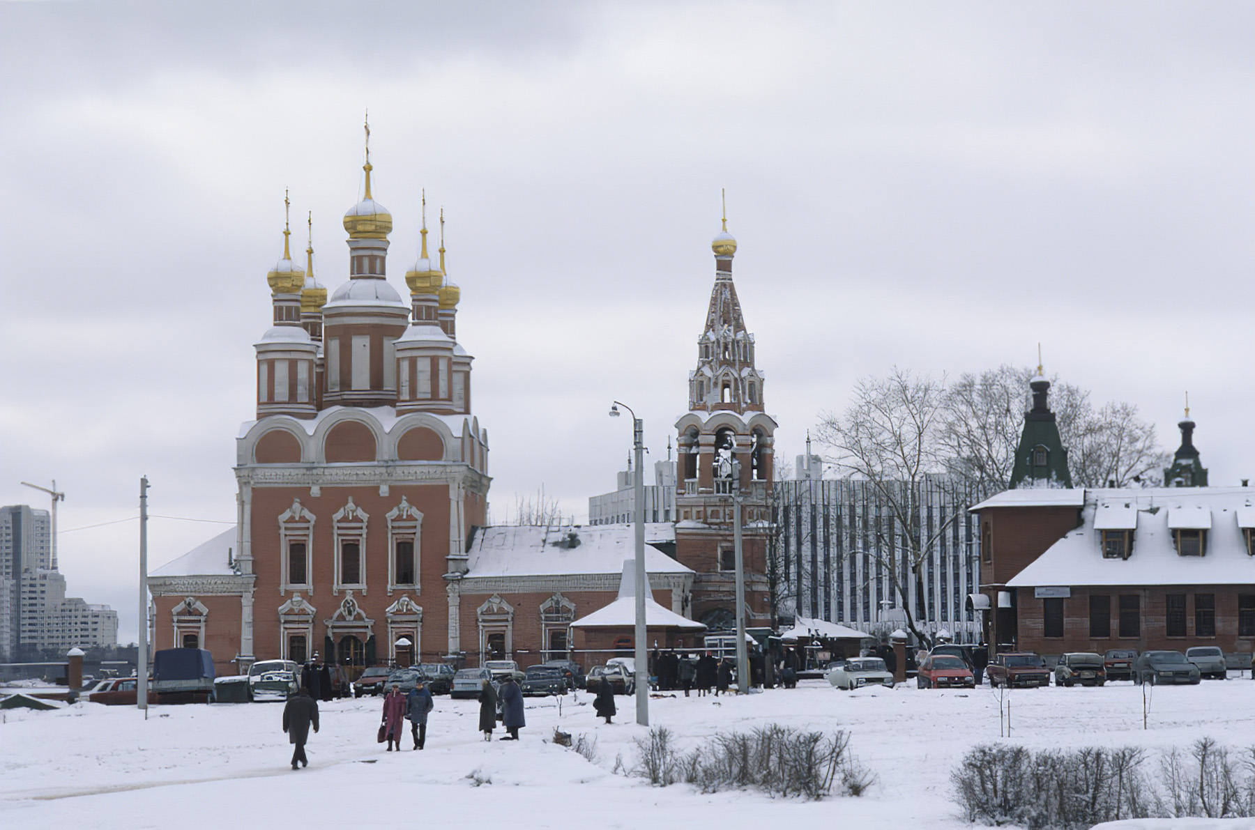 1997 Вид на церковь Михаила Архангела в Тропарево. Построена в 1693 году. Валерий Шустов_cmpk