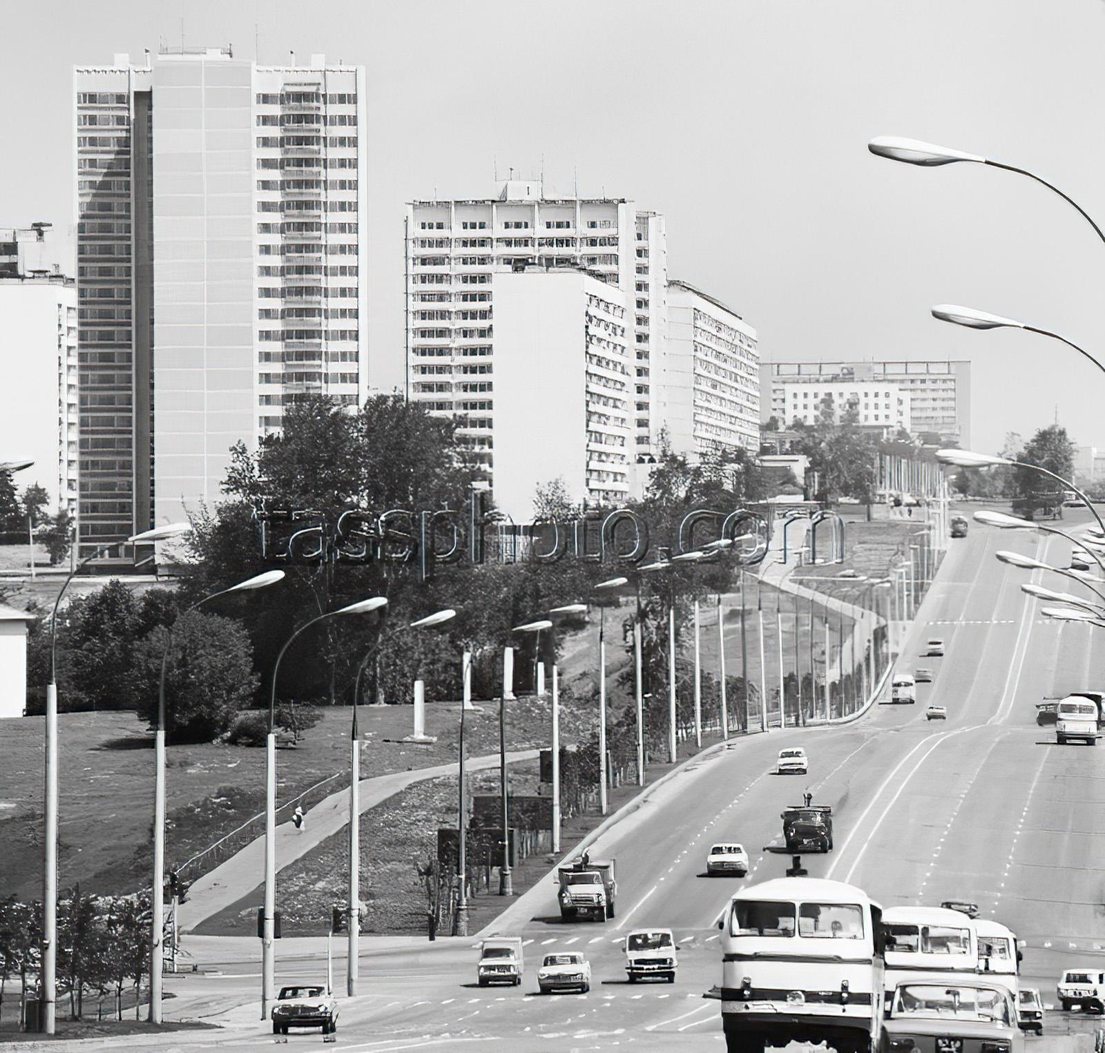 1980 г. Мичуринский проспект - главная магистраль, ведущая в Олимпийскую деревню. Кошевой Виктор_cmpk