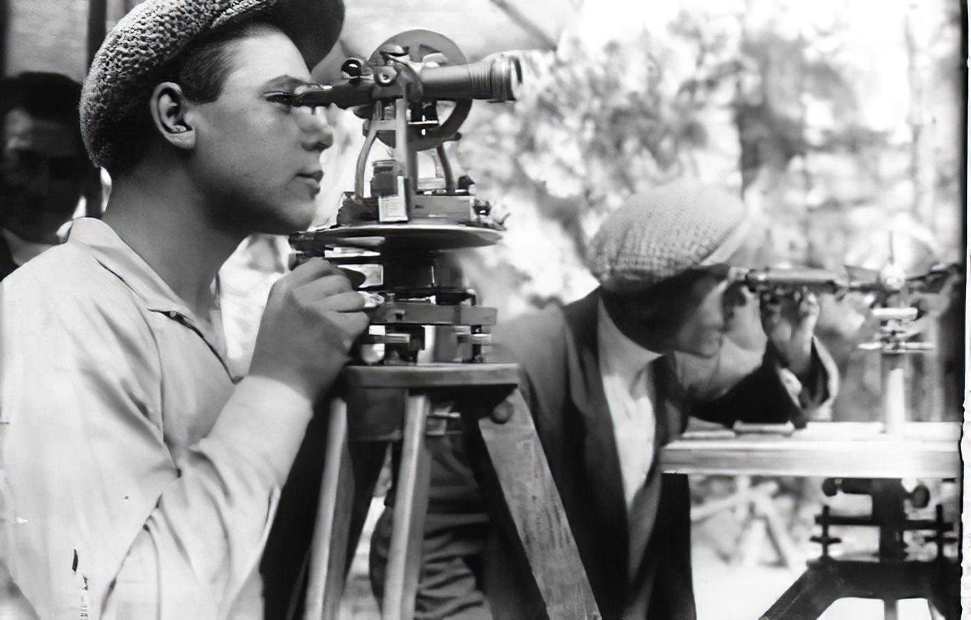 1932 Топографы производят съёмку границ земель совхоза Очаково_cmpk