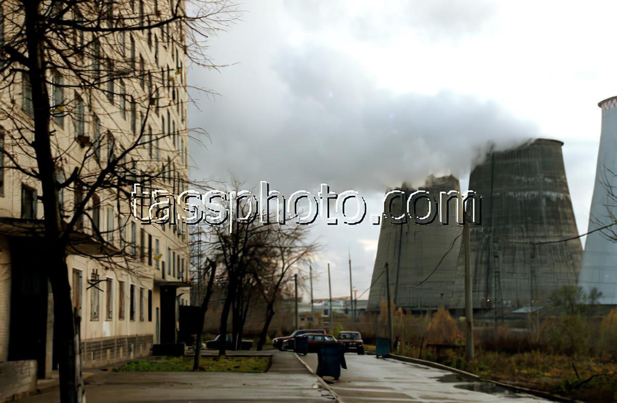 1999 дымит ТЭЦ в Очаковском районе Москвы. Фото Людмилы Пахомовой_cmpk