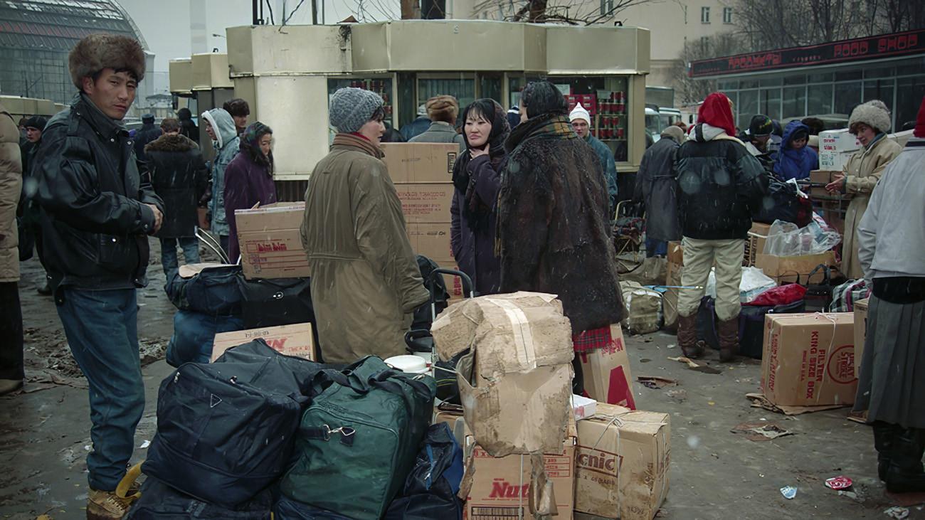 1994 Киоски на площади Киевского вокзала. Роман Денисов, ТАСС2