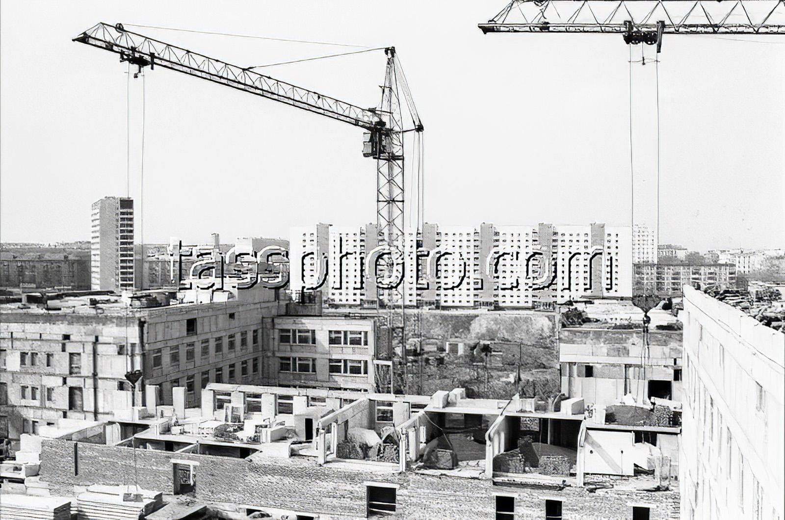 1983 Строительство детской больницы на Мичуринском проспекте. Фото Виктора Кошевого_cmpk