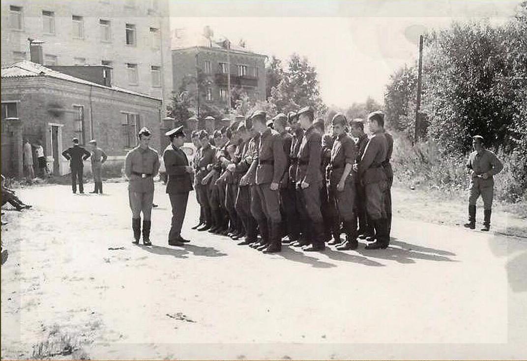 1970-72 фото казармы из архива С. Леушканова2