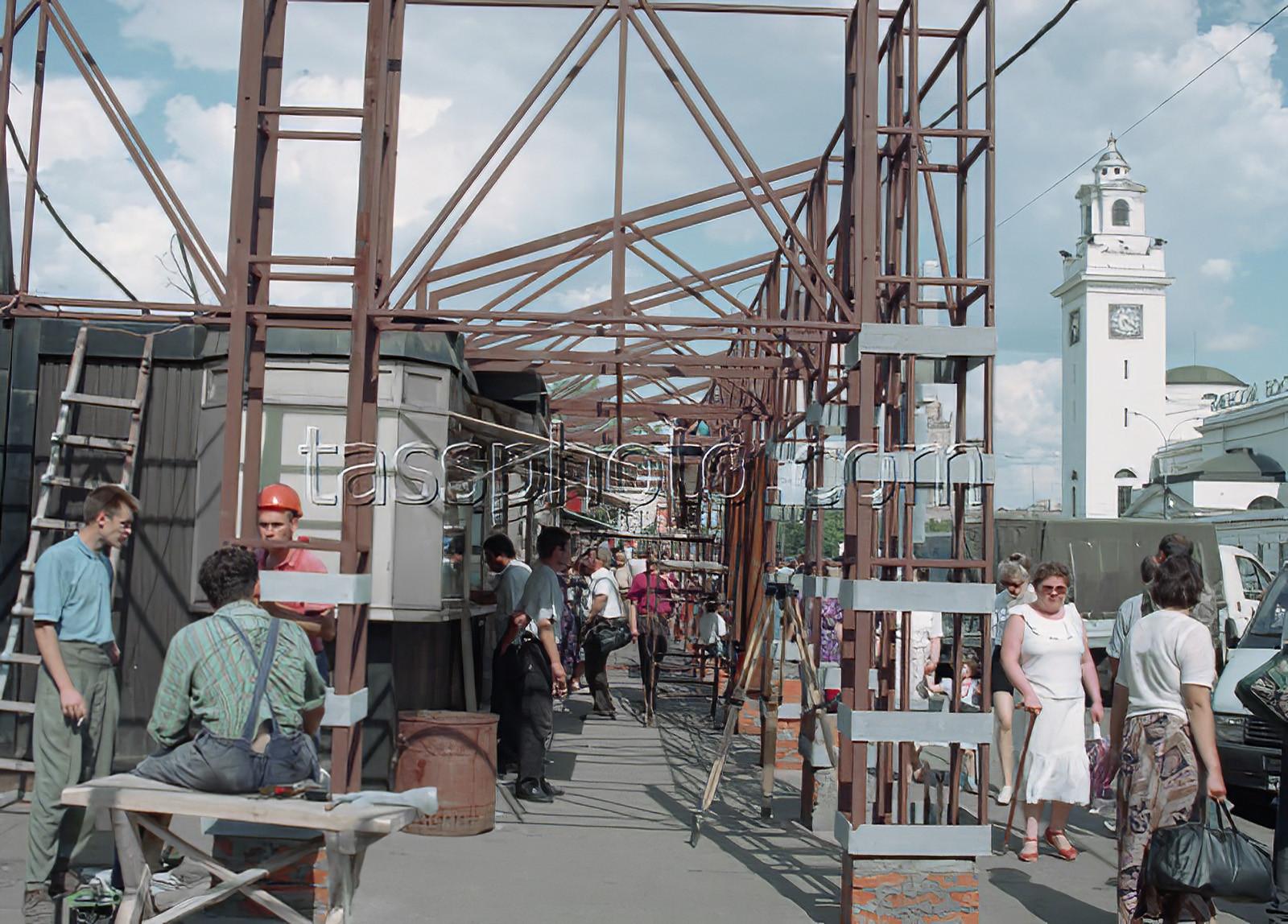 1997 г. Ремонтные работы на площади. Кавашкин Борис