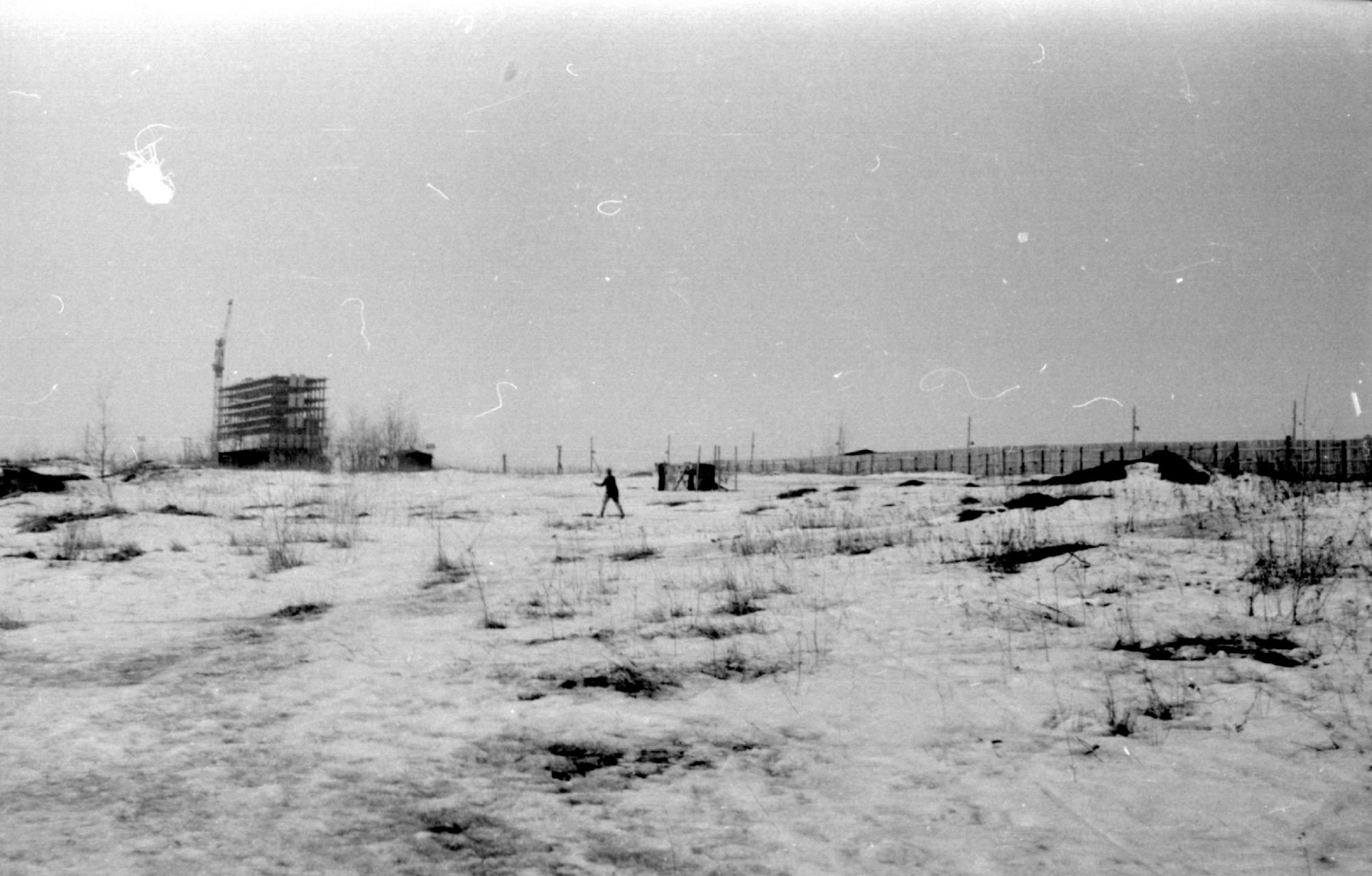Вид в сторону строящего ВНИИОФИ, который будет сдан только через 10 лет, в 1982 г. Кирилл Курехин