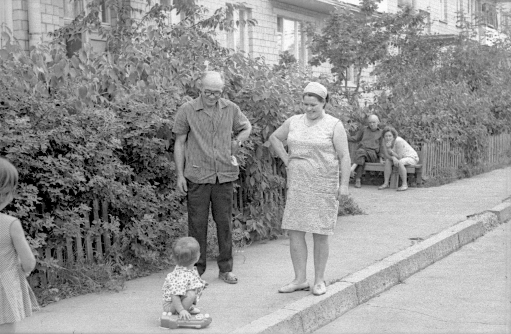 1967-72 во дворе дома 9А с видом на дом 27 по Большой Очаковской2