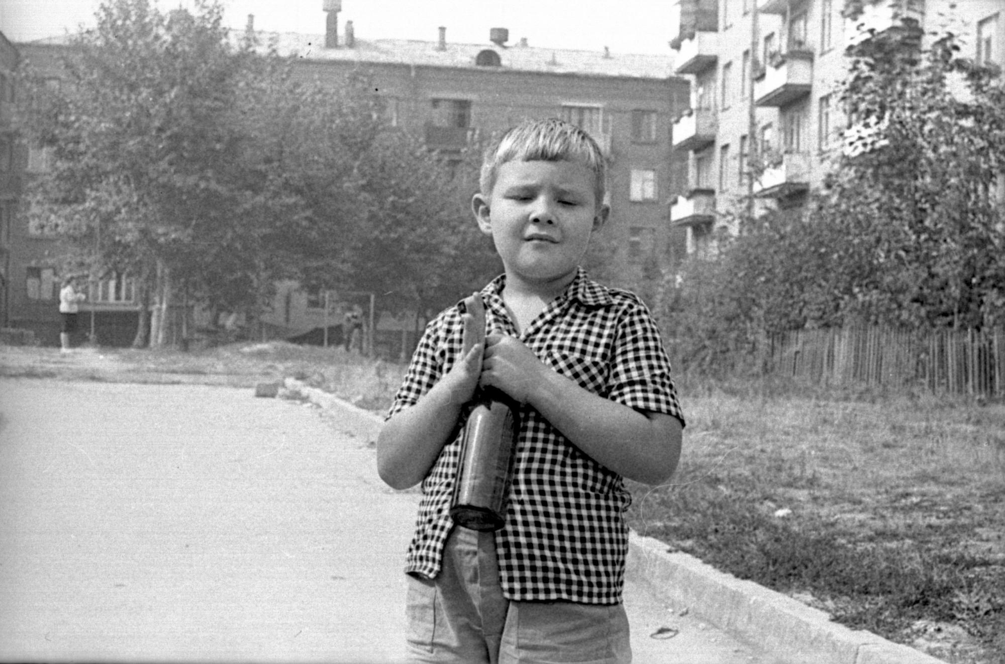 1967-72 во дворе дома 9А с видом на дом 27 по Большой Очаковской1