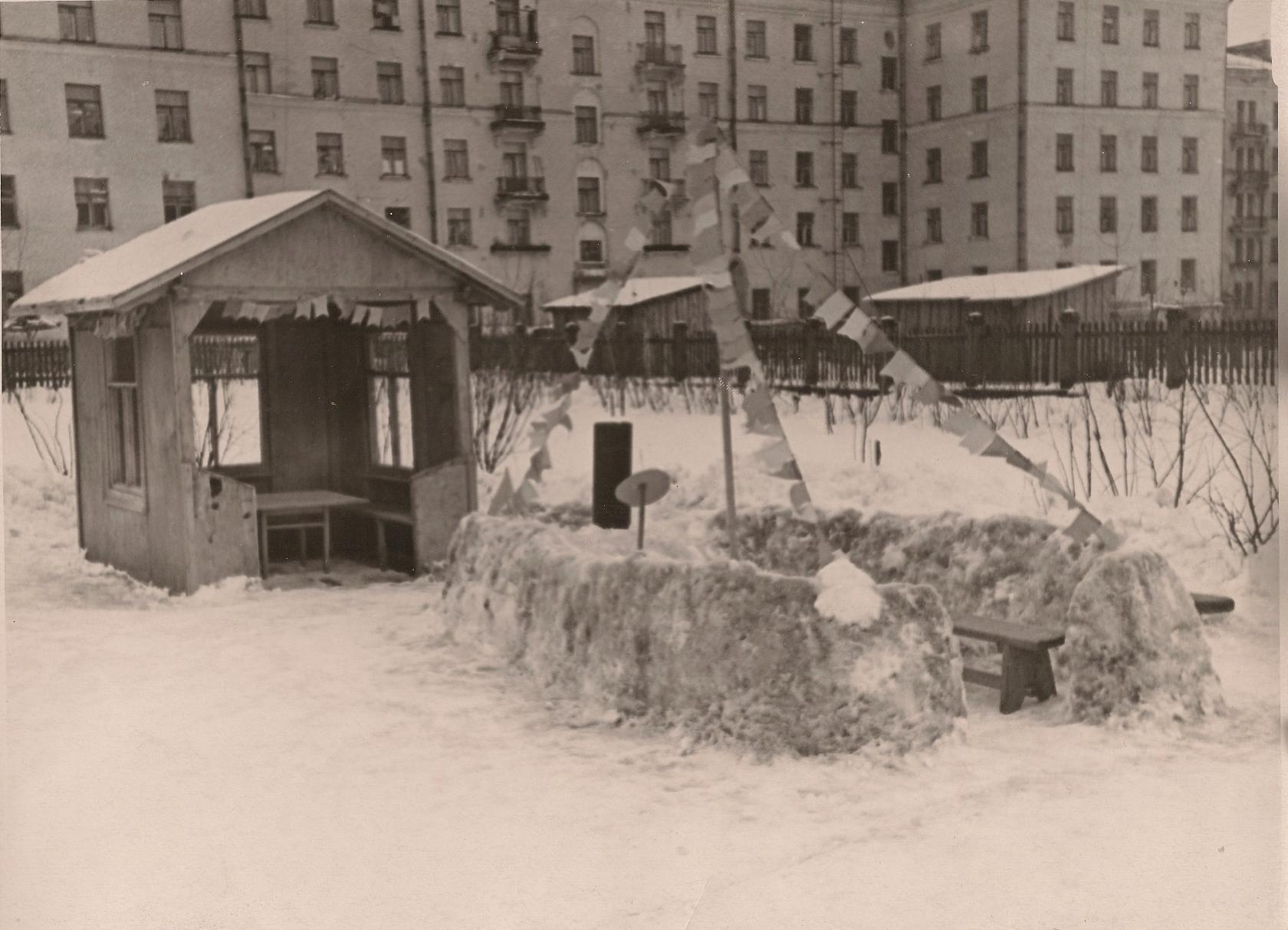 Детский сад на ул. Ленина (Б.Очаковская) 50-60-е годы XX века. Находился на 1-м этаже Общежития, на месте которого теперь находится ДМШ им. Таривердиева4