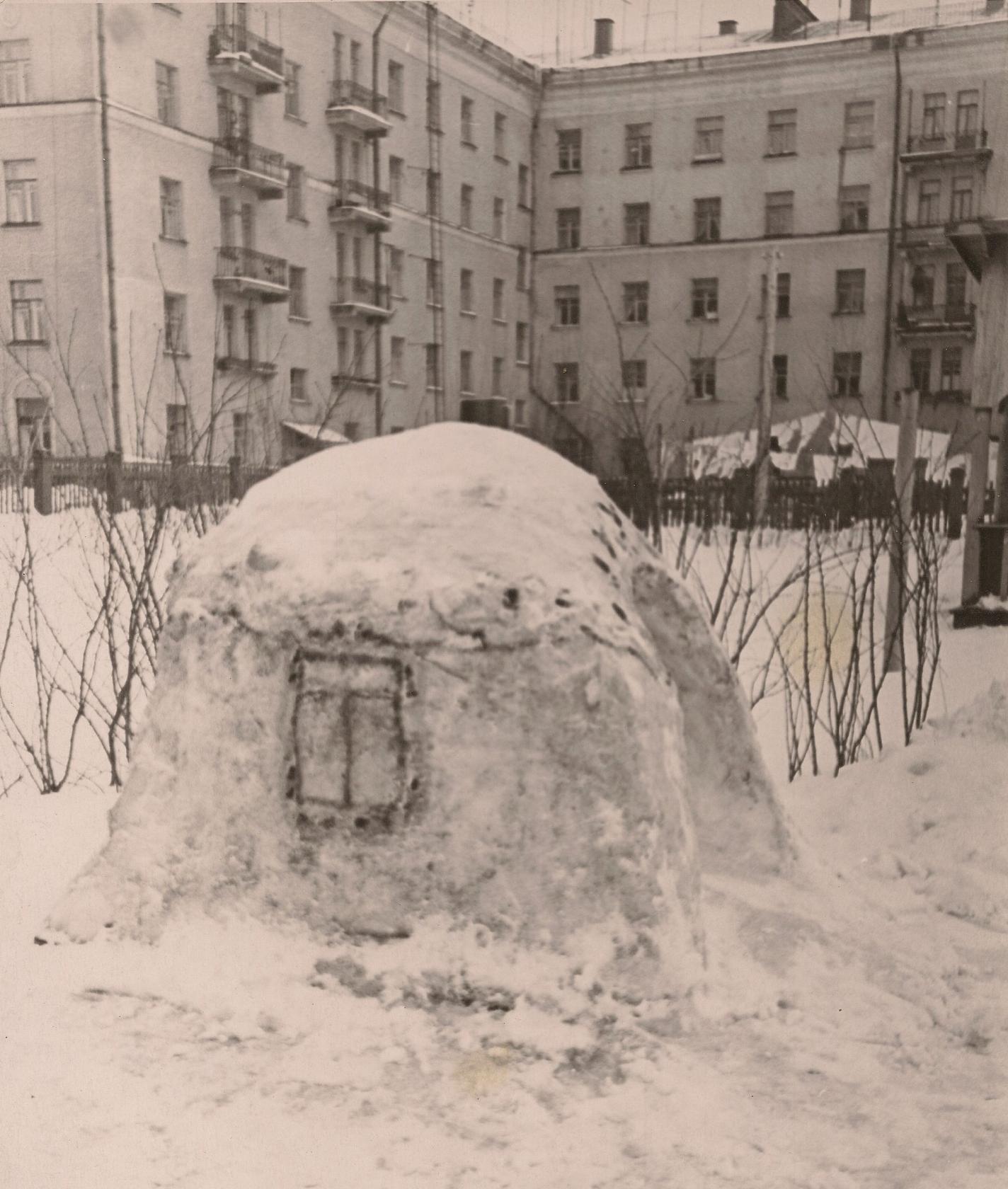Детский сад на ул. Ленина (Б.Очаковская) 50-60-е годы XX века. Находился на 1-м этаже Общежития, на месте которого теперь находится ДМШ им. Таривердиева9