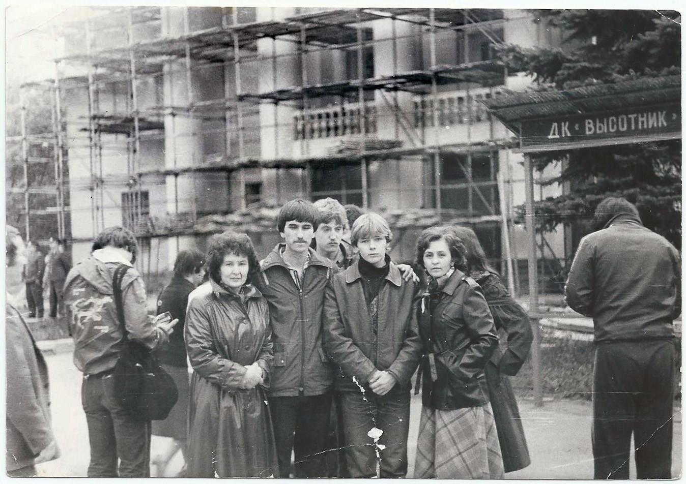 1985, проводы в армию. Тогда весь район от Высотника в Раменках забирали. Архив Светланы Кириловой2