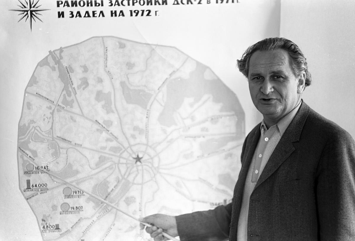 1972 Главный инженер Домостроительного комбината №2 В. Трейвас. Михаил Кухтарев, РИА Новости_cmpk_cmpk