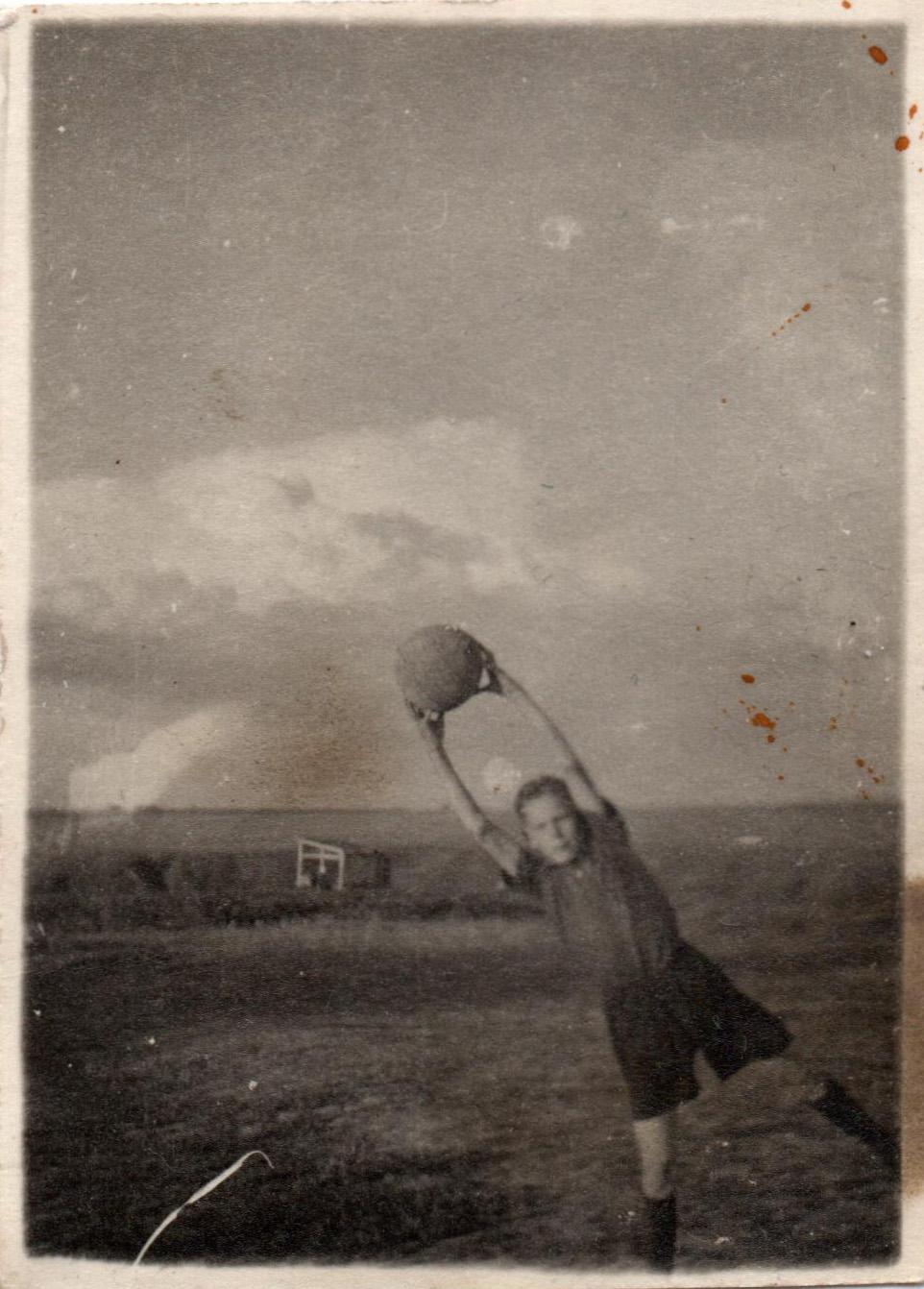 Футбол на краю Очаково. Архив Стрелкова