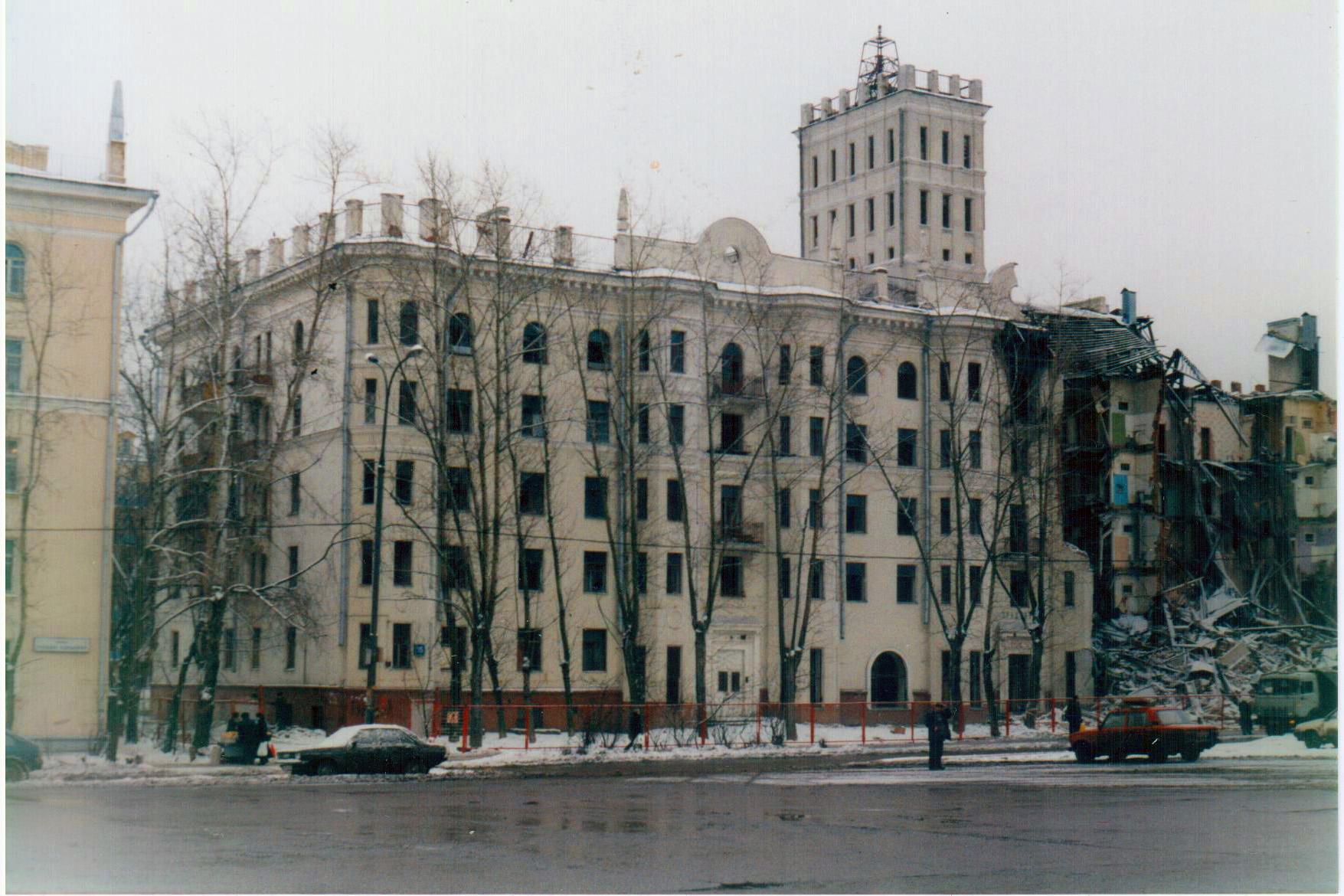 1999 снос дома с башенкой.