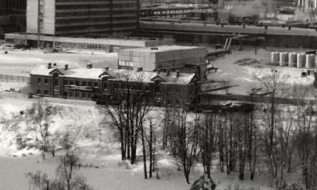 1980 здание в бывшей усадьбе на пруду