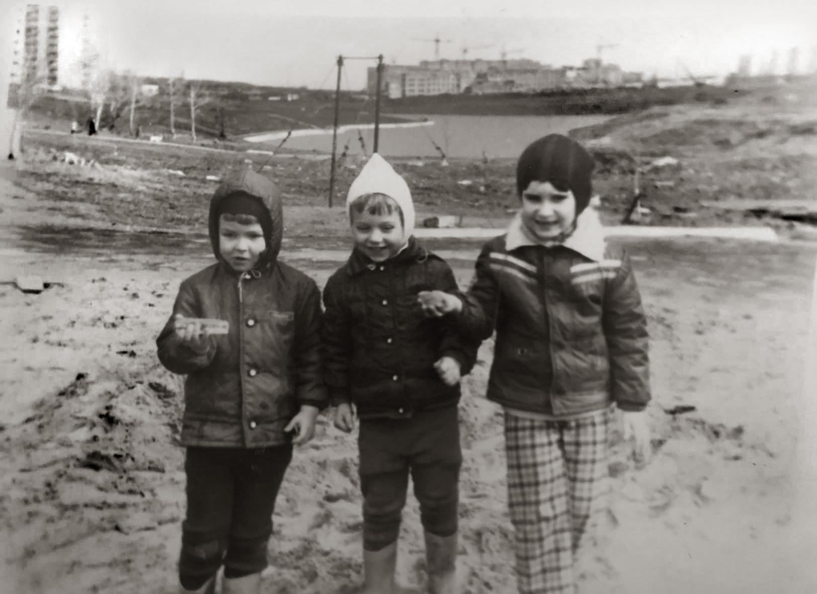 1983 Вид с пустыря между 29к3 и Мичуринским проспектом. Вид в сторону пруда, на этом месте сейчас Мичуринский проспект д. 80 стоит. Алексей Ковалёв01