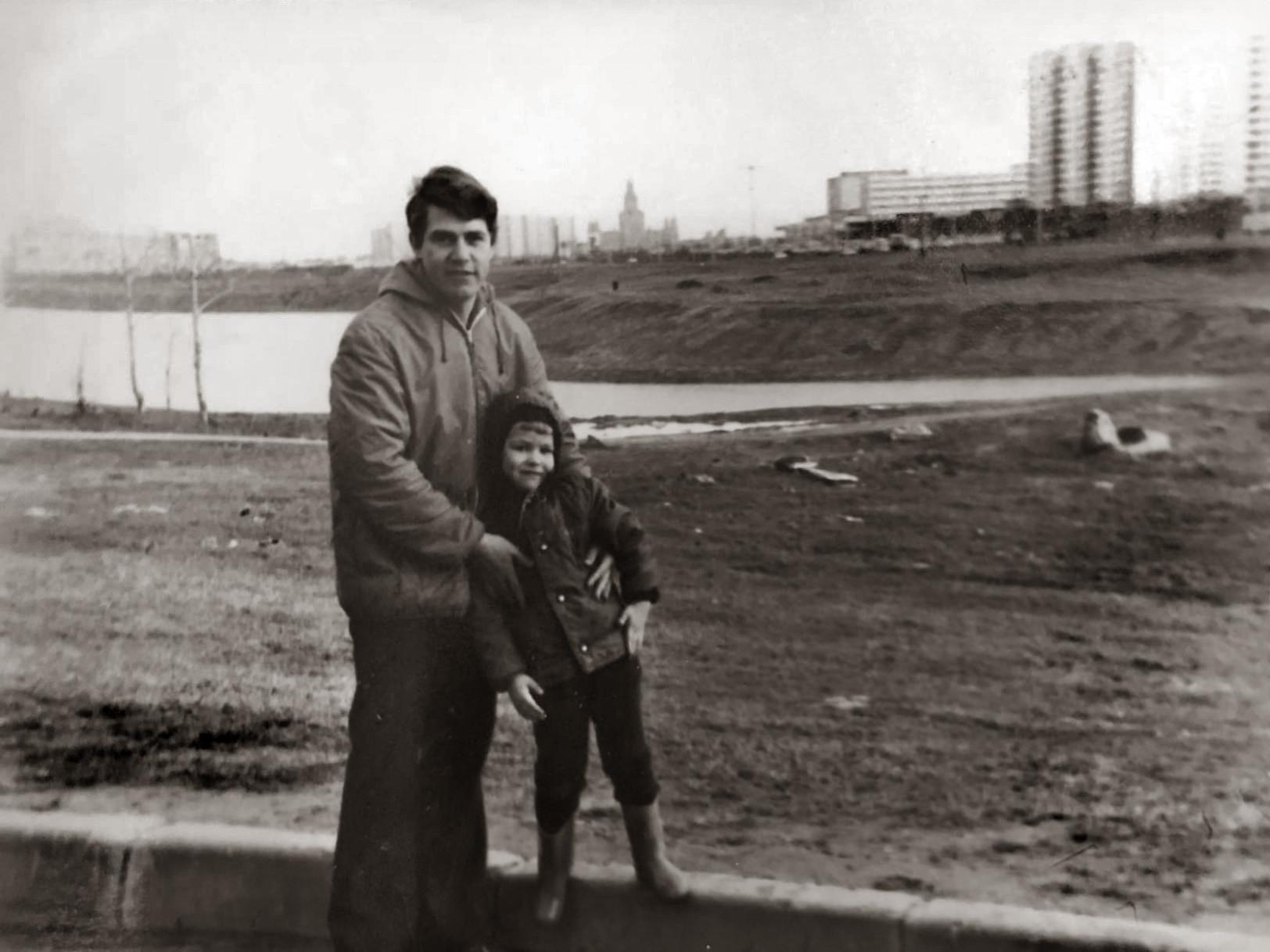 1983 Вид с пустыря между 29к3 и Мичуринским проспектом. Вид в сторону пруда, на этом месте сейчас Мичуринский проспект д. 80 стоит. Алексей Ковалёв1